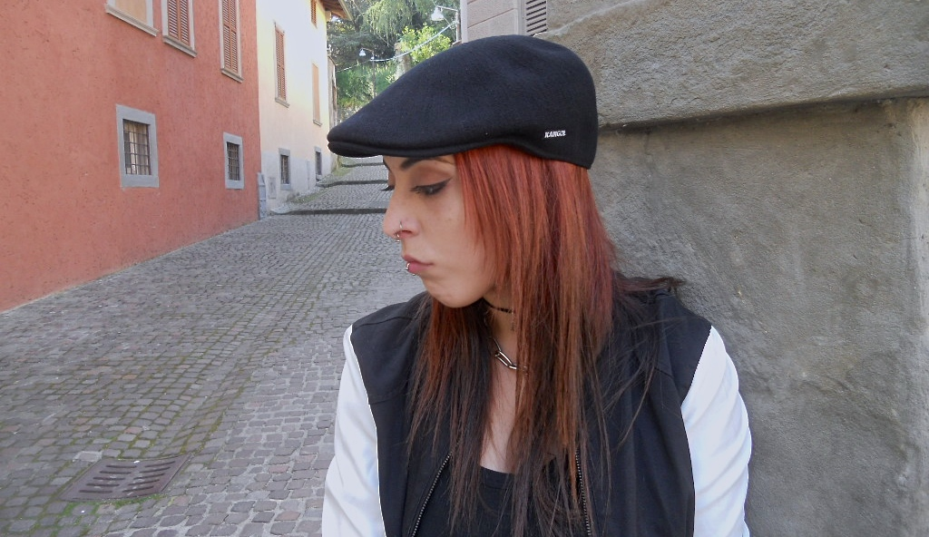 ... How is this cap properly called in English I truly didn t know. In  Italian  KANGOL Bamboo 507 Cap BLACK 6736BC Mens Driving Hat Flat Ivy Pull  ... 2ffe7e1eaa07
