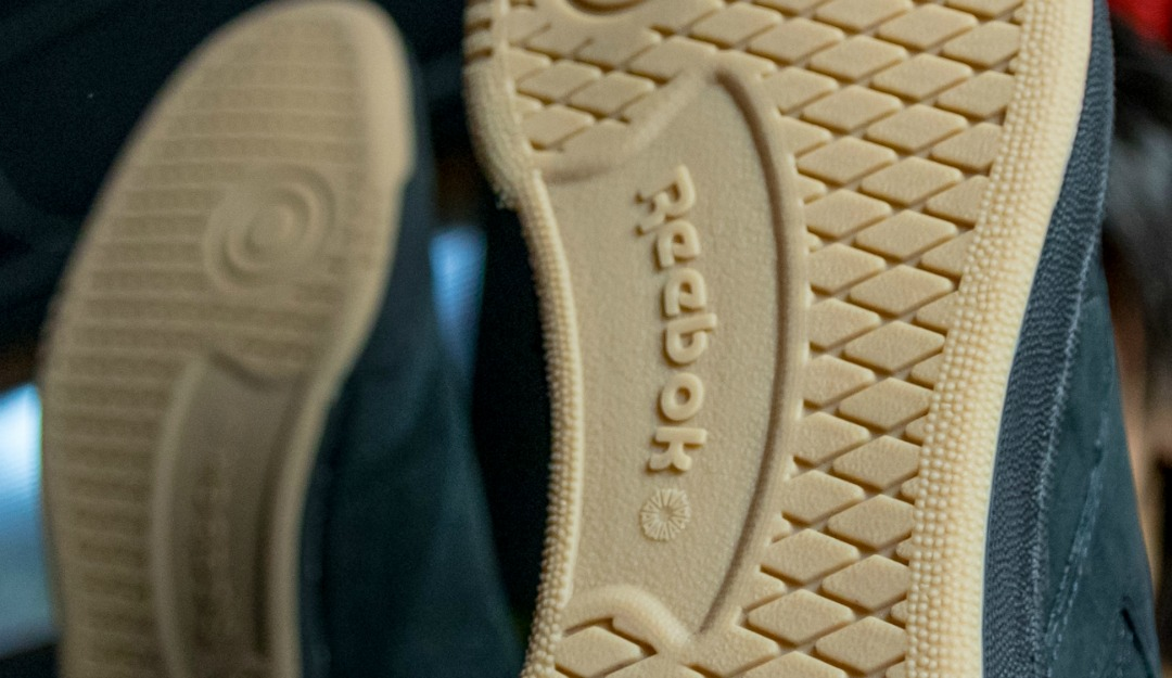 9ceabc28f025 The strong traits to identify these sneakers among the many versions  available at Footlocker are Reebok embossed logo on the side panel