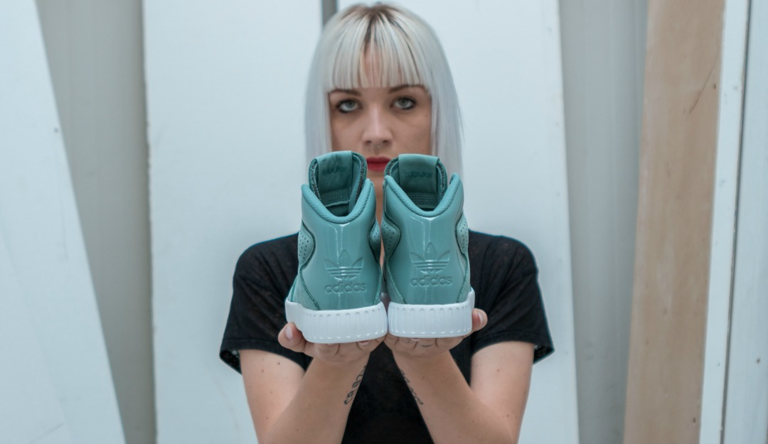 adidas-originals-x-foot-locker-tubular-invader-women's-05.jpg