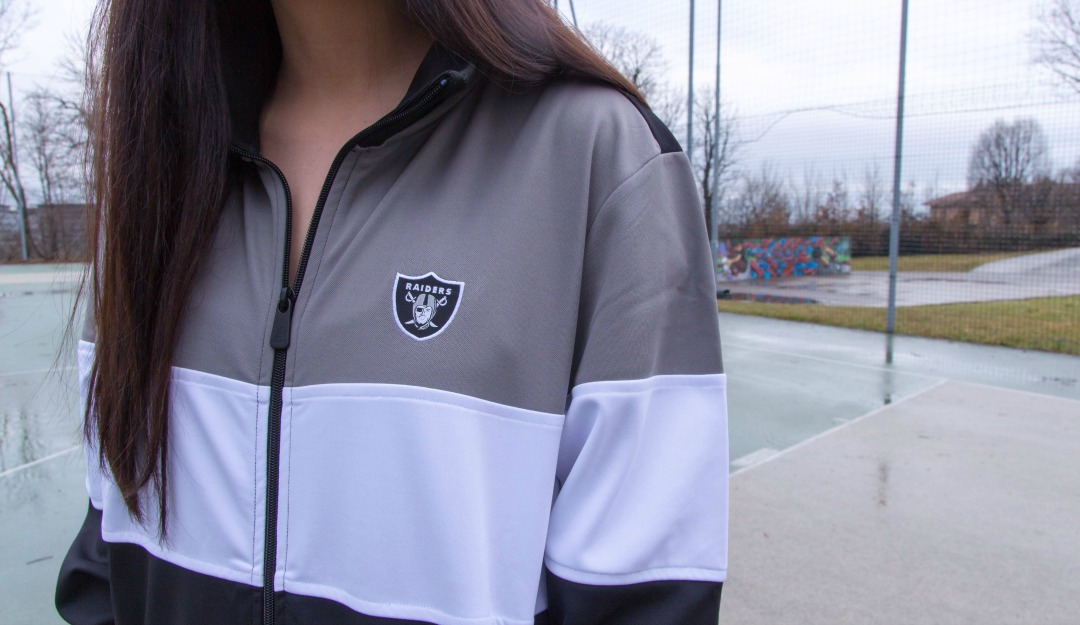 new-era-oakland-raiders-border-edge-tracktop-03.jpg