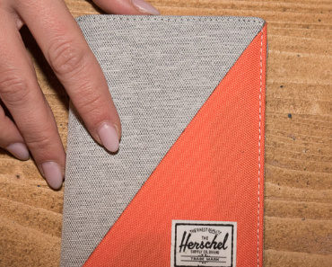 herschel-supply-co-raynor-passport-holder-05.jpg